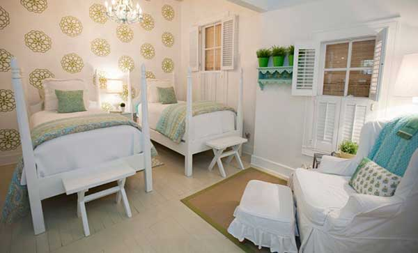 DIY Dorm Room Decor Ideas - Dorm Room Canopy Bed - Cheap DIY Dorm Decor Projects for College Rooms - Cool Crafts, Wall Art, Easy Organization for Girls - Fun DYI Tutorials for Teens and College Students diyprojectsfortee. Find this Pin and more on diy home decor by Bethany Jackson. Wish I would have known how to do this when I was in the dorms!